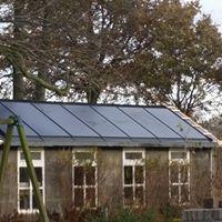 Zonnepanelen in dak gelegd